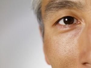 olho homem idoso