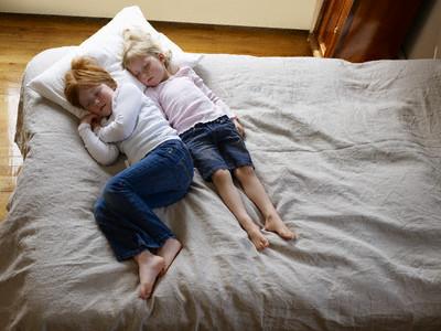 crianças dormindo