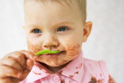 bebê comendo