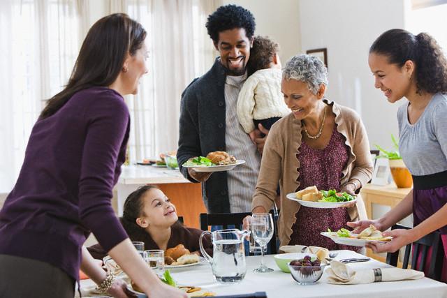 familia comendo